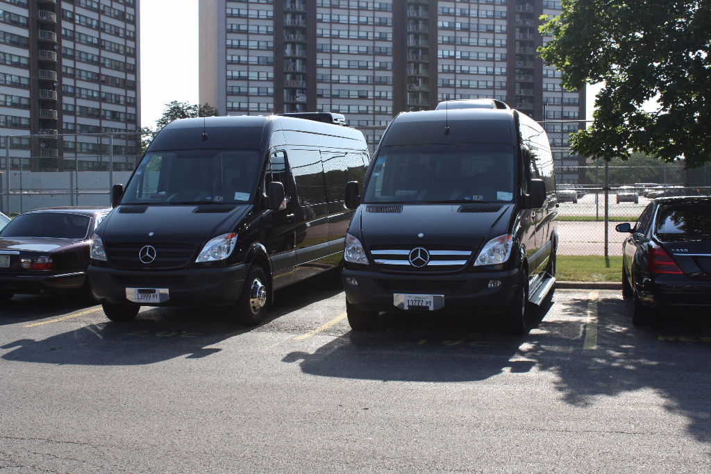 Chicago Limo Buses and Vans, Limo to McCormick Place, Business Conventions, Corporate Car Service, Hire Car Service Chicago