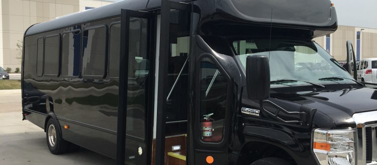 Chicago Airport Shuttle Bus, Shuttle Buses, Shuttle Bus to O'Hare, Shuttle Bus to Midway, Coach Bus, Coach Buses