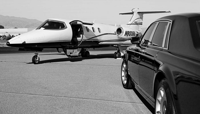 Chicago Airport Limo and Car Service Transportation, O'Hare, Midway, Limo Ride Shuttle, Airport Limo Service Chicago, Limo Service to O'Hare Airport